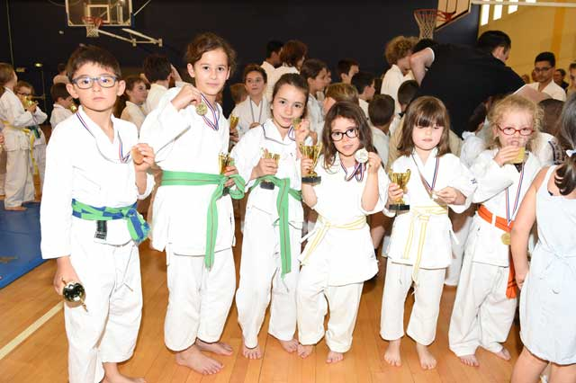 Le groupe baby et karate kids.